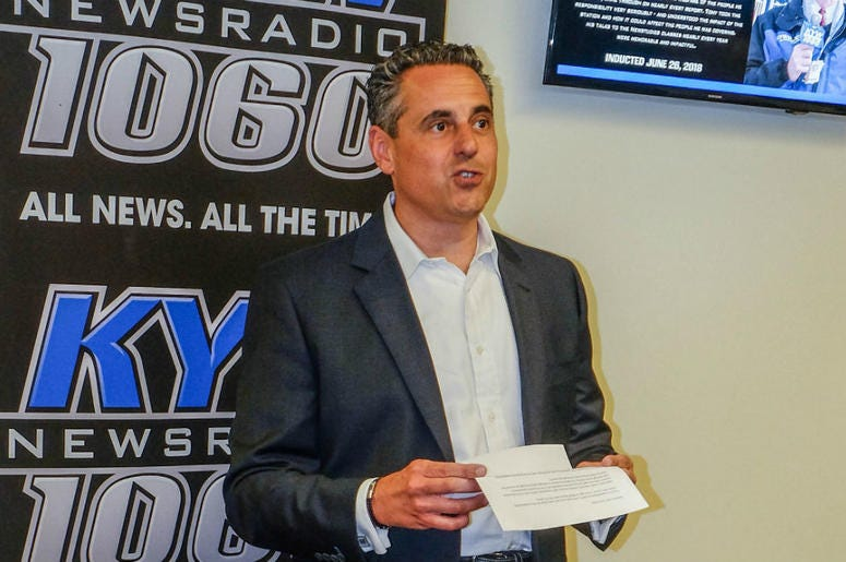 David Yadgaroff, senior vice president and market manager of Entercom Philadelphia, speaks before retired KYW Newsradio reporter Tony Hanson is inducted into the KYW Newsradio Hall of Fame.