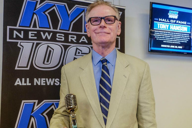 Retired KYW Newsradio reporter Tony Hanson receives his Hall of Fame award.