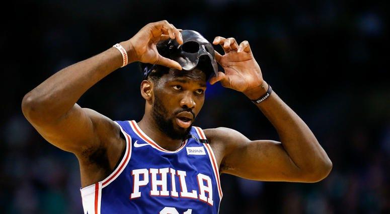 Philadelphia 76ers center Joel Embiid (21)