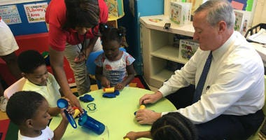 Mayor Kenney with pre-K students