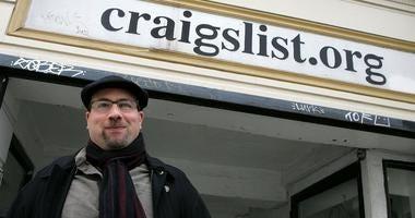 Craigslist founder gives $20 million to journalism school