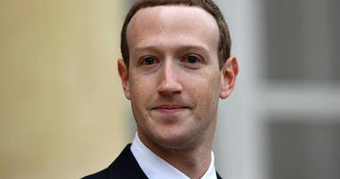 A senior Canadian politician is warning that Facebook's Mark Zuckerberg and Sheryl Sandberg could be held in contempt of Parliament if they fail to attend a hearing in Ottawa this week.