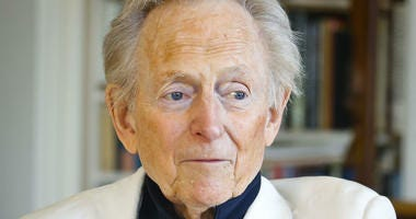American author and journalist Tom Wolfe, Jr.