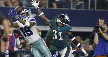 Dallas Cowboys wide receiver Amari Cooper (19) catches a pass against Philadelphia Eagles cornerback Jalen Mills (31).