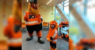 Gritty visits Jack Callahan for his fourth birthday at the Ronald McDonald House.