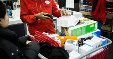Bigger paychecks help drive best holiday shopping season in six years