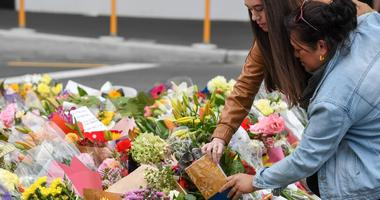 CHRISTCHURCH, March 16, 2019 (Xinhua) -- Flowers are placed by people to mourn the victims of the attacks on two mosques in Christchurch, New Zealand, on March 16, 2019.