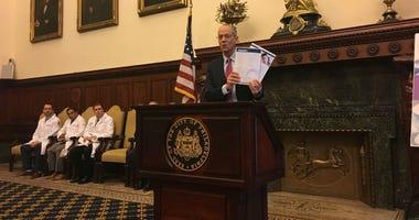 Philadelphia Health Commissioner Tom Farley announces city guidelines for post-op prescription of opioids.