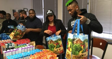 Eagles cornerback Jalen Mills (right) packs Thanksgiving bags for kids at the Valley Youth House.