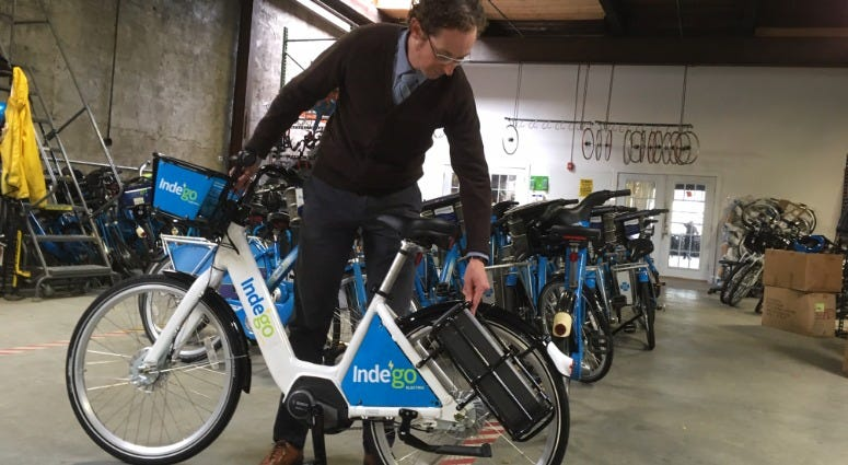 Aaron Ritz, transportation programs manager for the Office of Transportation, Infrastructure, and Sustainability (oTIS) shows off a new Indego electric-assist bike.