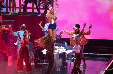 Taylor Swift performs at VMAs 2019