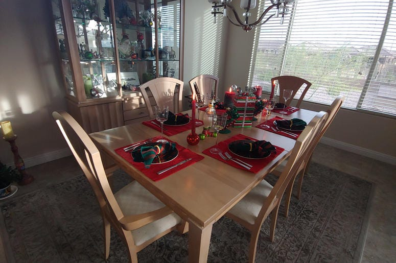 Joss' Mom's Thanksgiving table (with a Christmas flair)