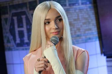 Poppy talks Nicki Minaj and Cardi B at NYFW.