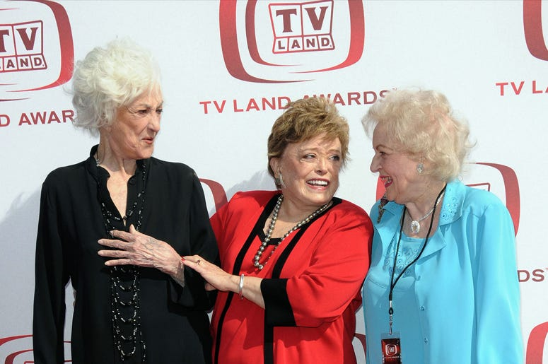 Golden Girl dancing at an Awards Show is everything