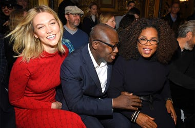 PARIS, FRANCE - MARCH 04: (L-R) Karlie Kloss, Edward Enninful and Oprah Winfrey attend the Stella McCartney show as part of the Paris Fashion Week Womenswear Fall/Winter 2019/2020 on March 04, 2019 in Paris, France. (Photo by Pascal Le Segretain/Getty Ima