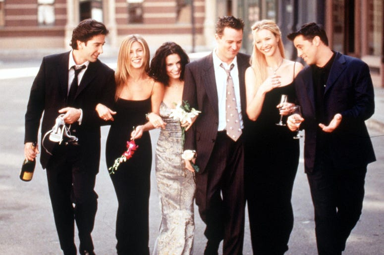 """The Cast Of """"Friends"""" 1999-2000 Season. From L-R: David Schwimmer, Jennifer Aniston, Courteney Cox Arquette, Matthew Perry, Lisa Kudrow And Matt Leblanc. (Photo By Getty Images)"""