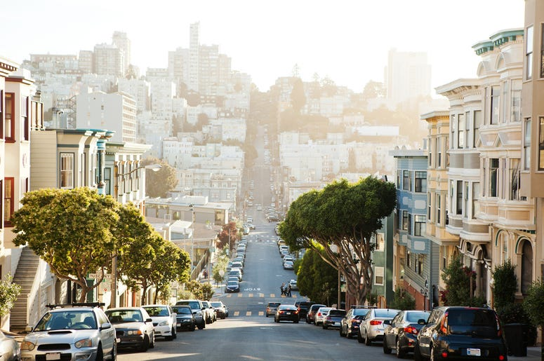 The view on street from the hill in San-Francisco.