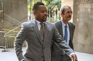 Cuba Gooding, Jr. left, arrives at court as he faces a groping allegation charge, Tuesday, Sept. 3, 2019, in New York. (AP Photo/Bebeto Matthews)