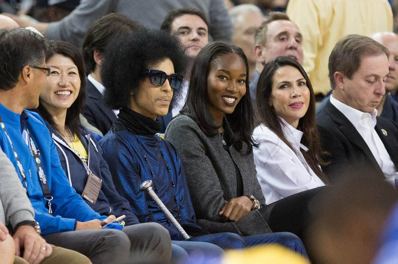 Prince at Oracle Arena watching the Golden State Warriors Mar 3, 2016; Oakland, CA, USA; Recording artist Prince sits on the sidelines during the second quarter between the Golden State Warriors and the Oklaho (Photo credit: Kelley L Cox-USA TODAY Sports)