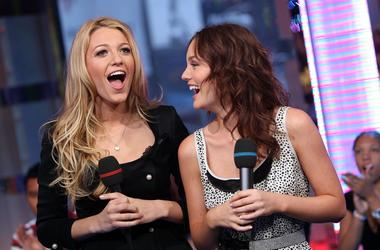 NEW YORK - OCTOBER 01: (U.S. TABS OUT) Actresses Blake Lively (L) and Leighton Meester appear onstage during MTV's Total Request Live at the MTV Times Square Studios on October 1, 2007 in New York City. (Photo by Scott Gries/Getty Images)