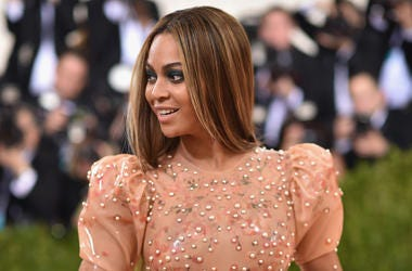 NEW YORK, NY - MAY 02: Beyonce attends the 'Manus x Machina: Fashion In An Age Of Technology' Costume Institute Gala at Metropolitan Museum of Art on May 2, 2016 in New York City. (Photo by Dimitrios Kambouris/Getty Images)