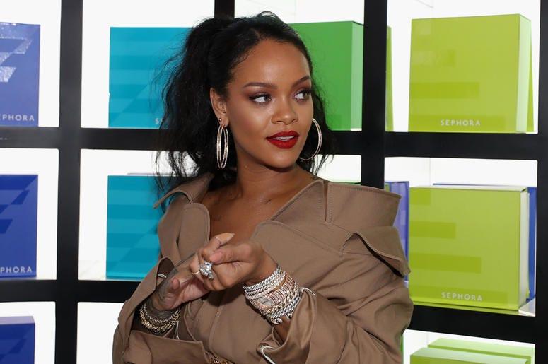 DUBAI, UNITED ARAB EMIRATES - SEPTEMBER 29: Rihanna arrives for the launch of Fenty Beauty's Stunna Lip paint 'Uninvited' at Sephora Dubai Mall on September 29, 2018 in Dubai, United Arab Emirates. (Photo by Francois Nel/Getty Images for Fenty Beauty)