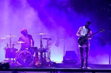 Twenty One Pilots perform on the 2016 American Music Awards