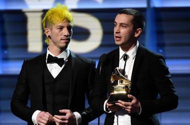 Josh Dun (L) and Tyler Joseph of Twenty One Pilots accept the Best Pop Duo/Group Performance award