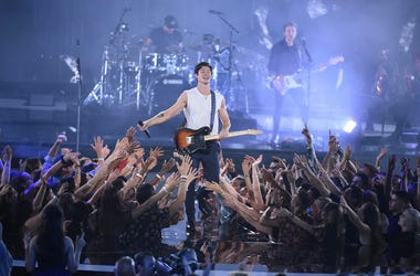 Shawn Mendes performs on the 2018 MTV Video Music Awards