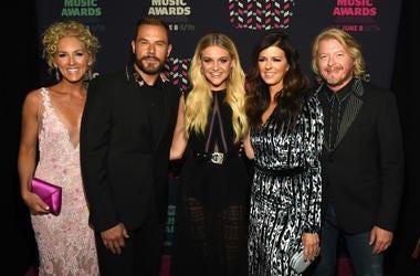 Kelsea Ballerini (center) and Kimberly Schlapman, Jimi Westbrook, Karen Fairchild, and Phillip Sweet of Little Big Town attend the 2016 CMT Music awards