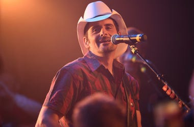 """Brad Paisley performs as he shoots a video for his new song \""""Bucked Off\"""" at Tootsie's Orchid Lounge"""