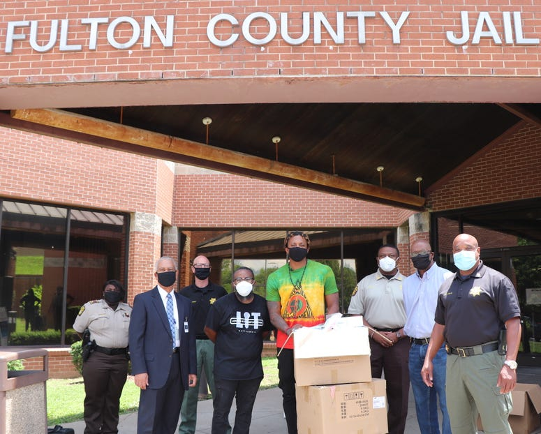 Lecrae gives 16k masks to Fulton County Jail-2