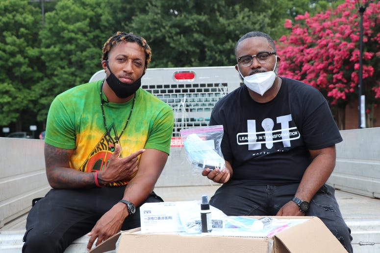 Lecrae gives 16k masks to Fulton County Jail