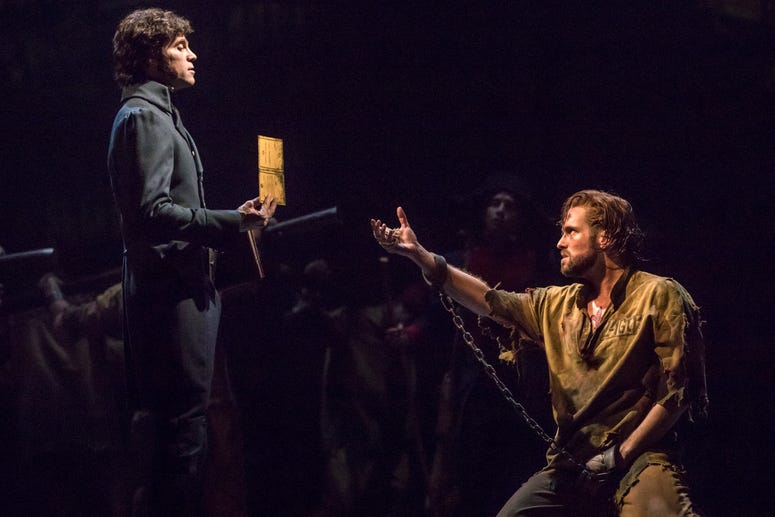(From L) Josh Davis as 'Inspector Javert' and Nick Cartell as 'Jean Valjean' in the new national tour of LES MISÉRABLES