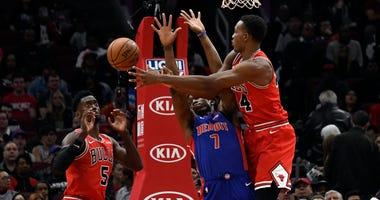 Bulls center Wendell Carter Jr. (34) passes the ball to forward Bobby Portis (5) as Pistons forward Stanley Johnson (7) defends.