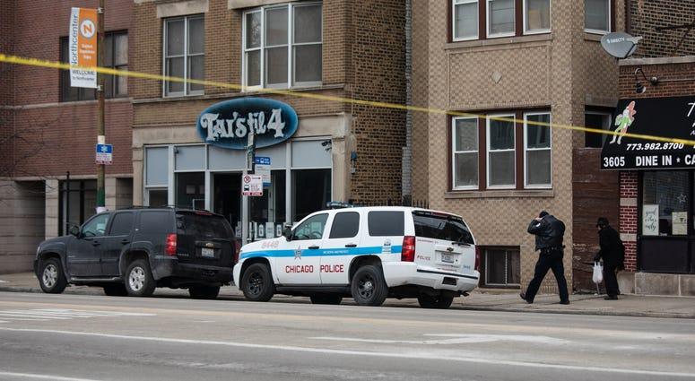 Chicago cops fatally shoot gunman after Lake View shooting near bar