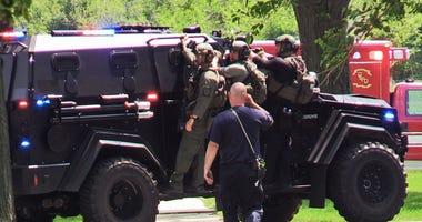 Police find dead man in barricaded Oak Lawn apartment