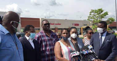 The women who accuse Chicago Police officers of terrorizing them Sunday night in the parking lot of a Northwest Side mall want a criminal investigation into the officers.
