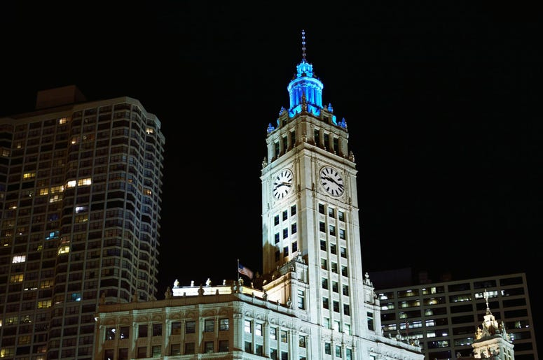 Wrigley Building goes teal for Ovarian Cancer Awareness