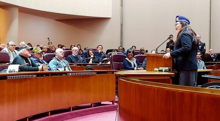 Sen. Tammy Duckworth speaks to area veterans at Chicago City Hall Sunday, Nov 11.