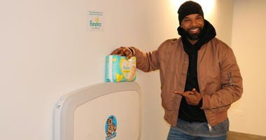 "Matt Forte joined Pampers and Koala Kare on Tuesday to install a baby changing table in the men's bathroom at the field house at Maggie Daley Park, as a part of Pampers ""Love the Change"" campaign."