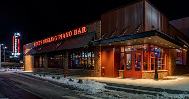 Pete's Dueling Piano Bar opened its fifth location – first in the Midwest – at Rosemont's Parkway Bank Park entertainment district on Friday.