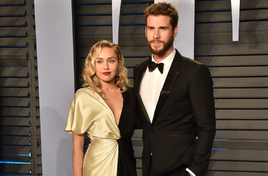 Miley Cyrus (L) and actor Liam Hemsworth arrives at the 2018 Vanity Fair Oscar Party