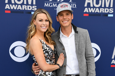 Amber Bartlett (L) and Granger Smith attends the 54th Academy Of Country Music Awards at MGM Grand Garden Arena on April 07, 2019 in Las Vegas, Nevada.