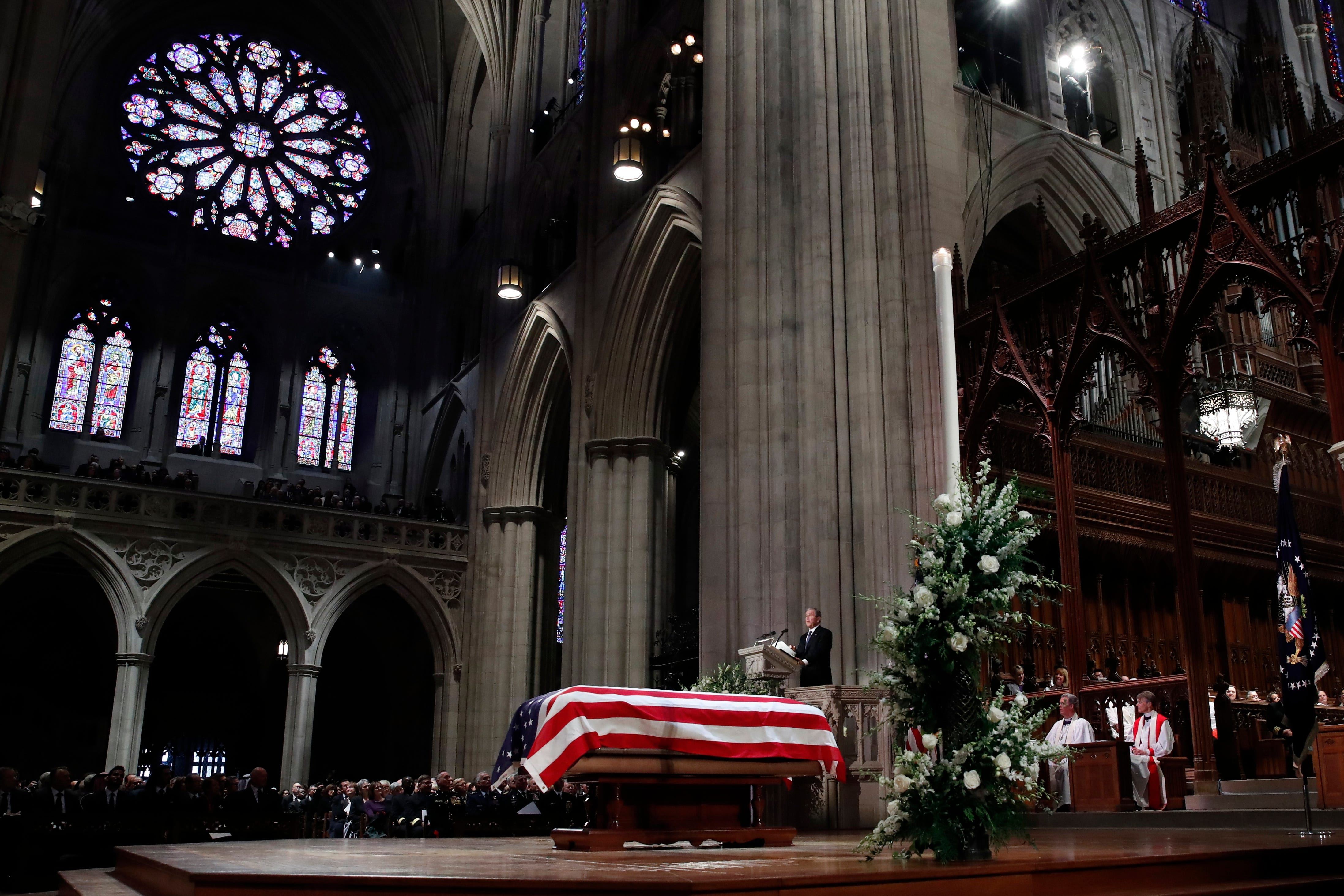 The Latest Hearse Carrying Bush S Casket Leaves Cathedral Wben 930am