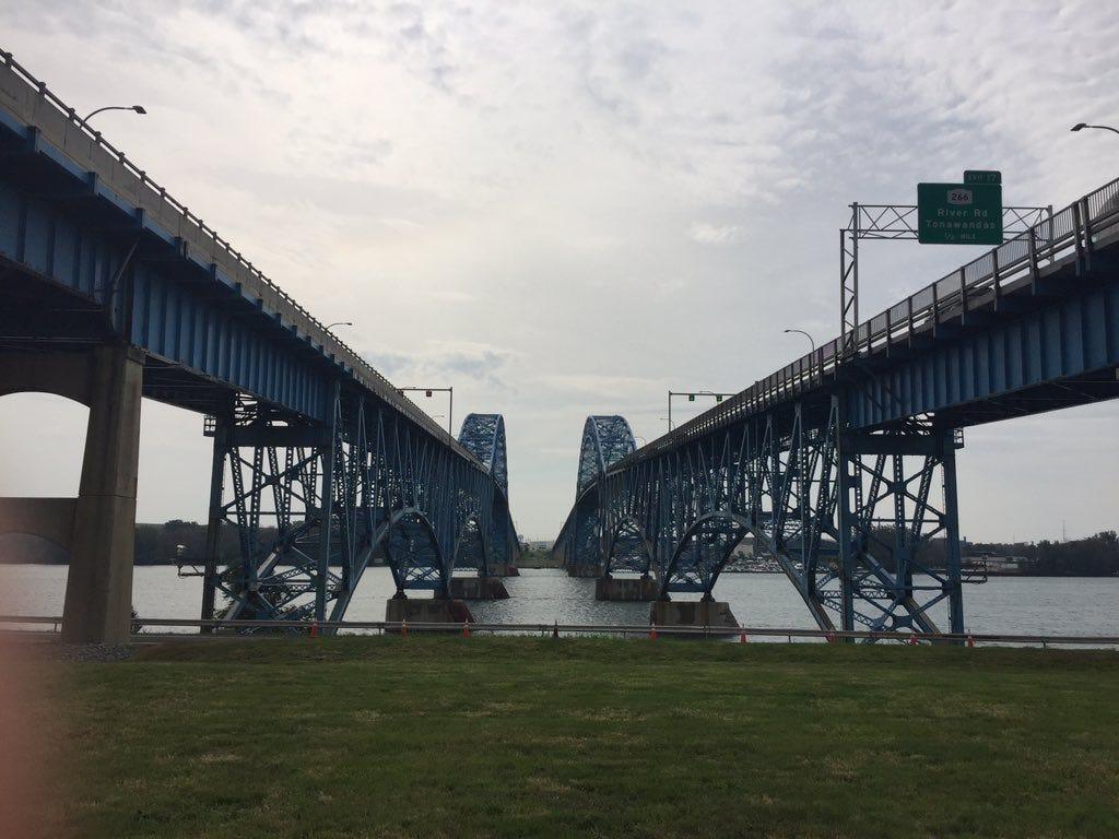 NT woman dead after overnight crash on Grand Island Bridge