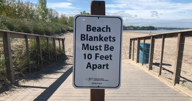 Woodlawn Beach sign