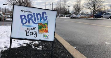 Sign outside Wegmans on Alberta Drive reminding customers to bring reusable bags. January 6, 2020 (WBEN Photo/Mike Baggerman)