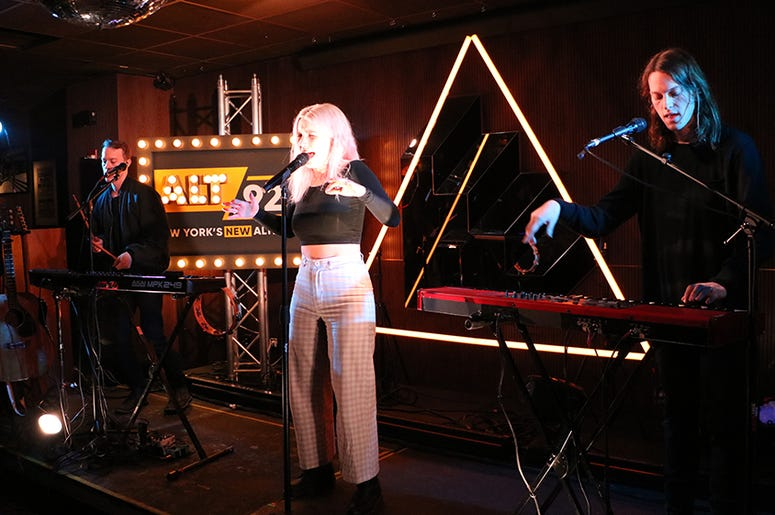 Shaed Perform at ALT Pop Up Sessions
