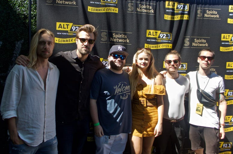 Smith & Thell Meet Fans at ALT 92.3 Summer Open Set 2
